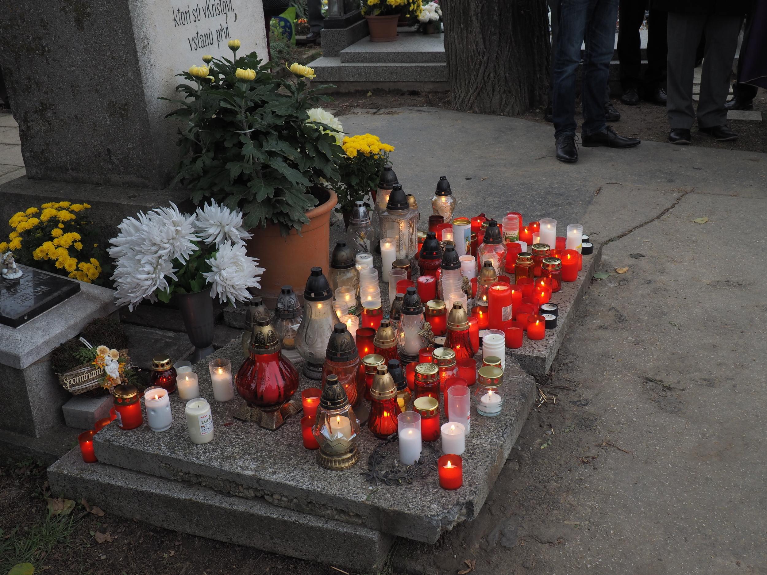 Dušičková pobožnosť na cintoríne - Chynorany 1.11.2017