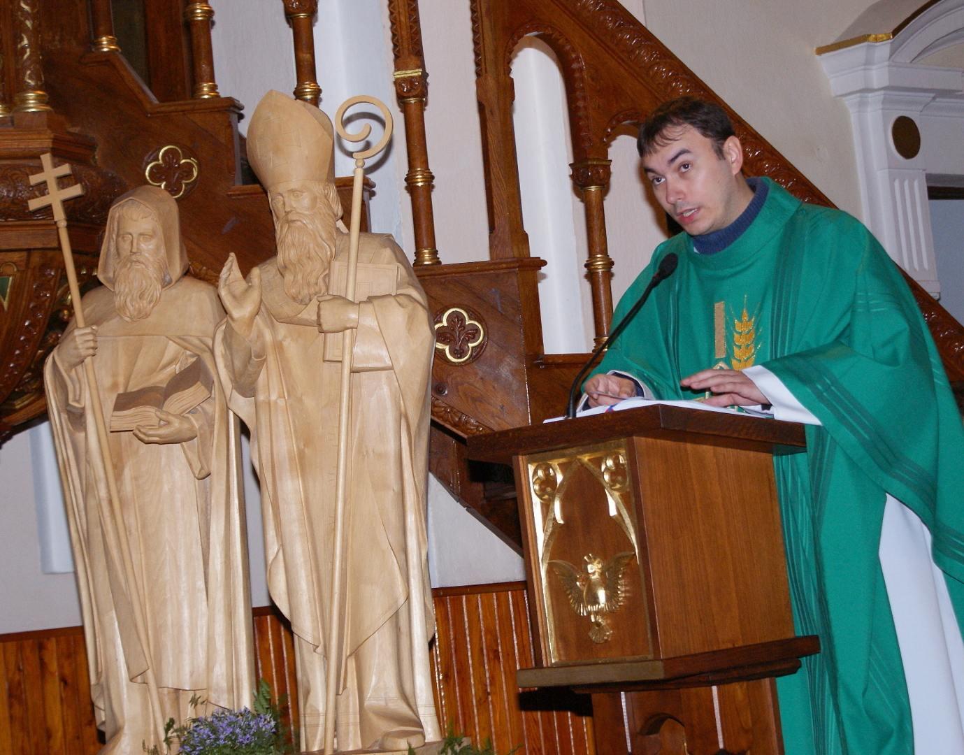 vdp. Patrik Katrinec spevácky zbor z Trebatíc u nás...