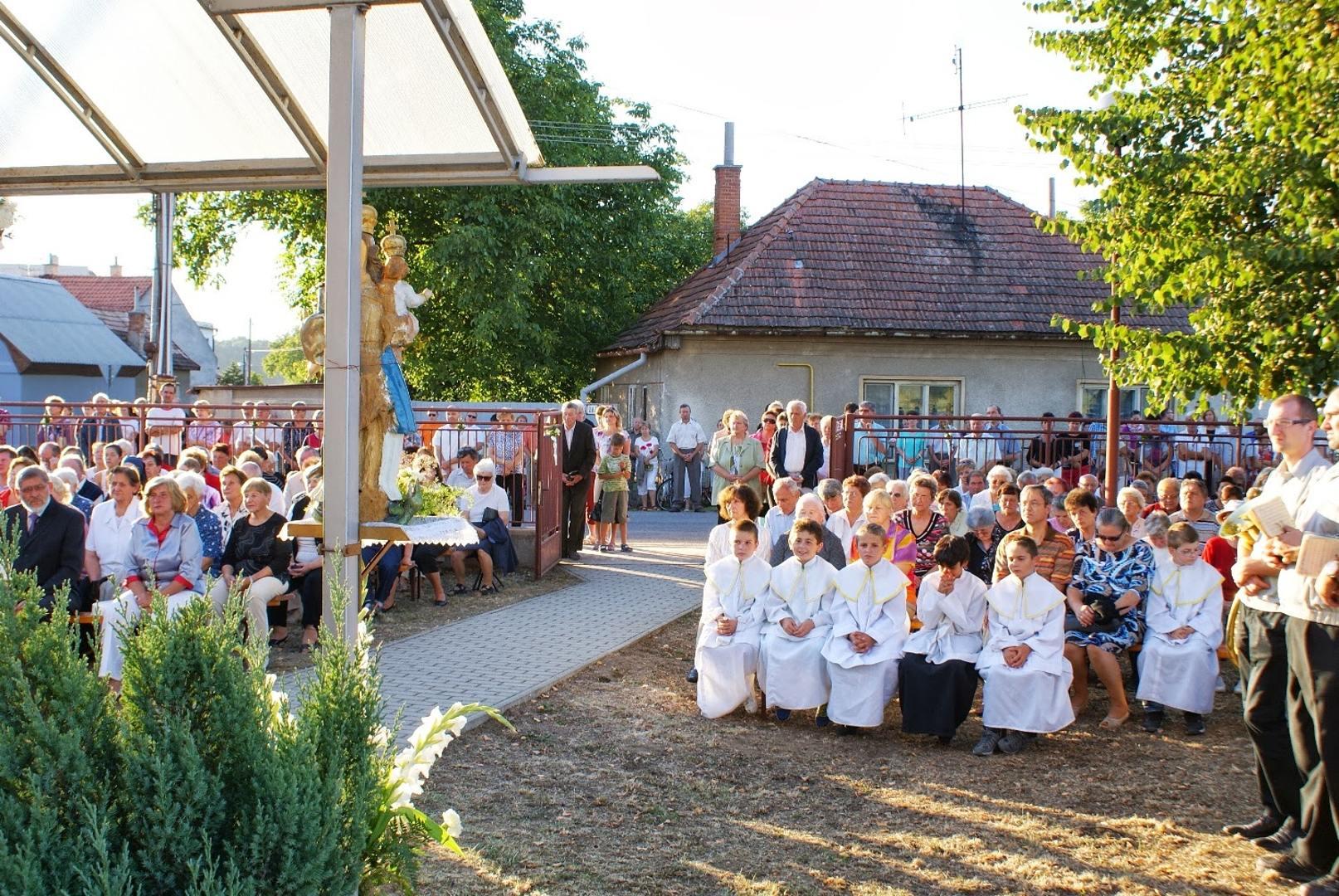 Svätá omša pri kaplnke v predvečer sviatku NARODENIA PANNY MÁRIE