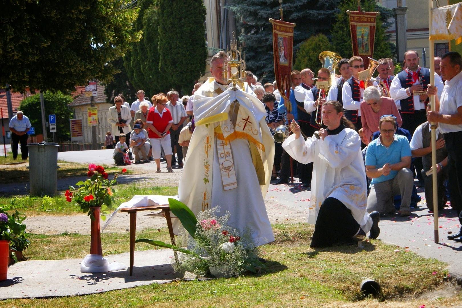 Procesia na slávnosť NAJSVÄTEJŠIEHO KRISTOVHO TELA A KRVI